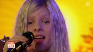 AURORA - Conqueror (Live on German TV)