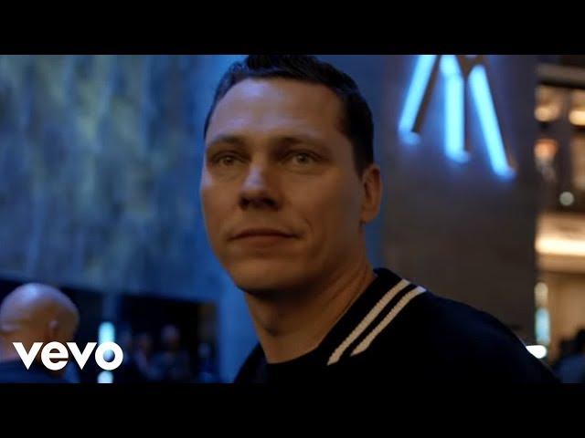 Videoclip oficial de 'Red Lights', de Tiësto.