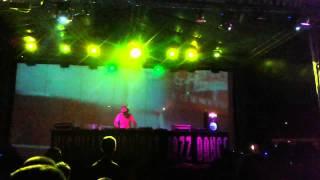 Joey Negro playing The Djoon Experience Ft. Kenny Bobien - Old Landmark @ Nishville 15/06/2015 pt2