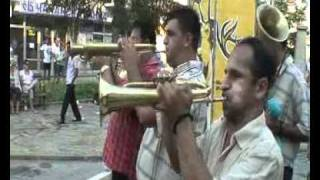 Gucha 2010 video 5  Trubaci i devojke