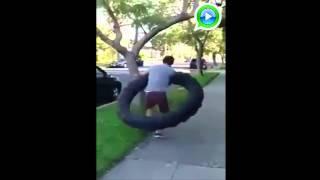 videos engraçados- Rodar Bambolê é facil quero ver fazer o que ele fez.