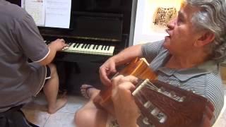 Deus tem amor perfeito - Eu ao violão e Daniel meu filho ao piano