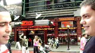 Paraguayo que vende paraguas en NY..!!