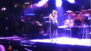 "Mary J Blige performing ""Everything"" at 2012 Essence Festival"