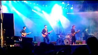 alternativa en Zarate close your eyes (cover de The Beatles) ( inaguracion forum cultural ) 12/11