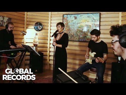 Nicoleta Nuca - Million Reasons  LIVE