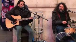 Roy Orbison, Oh Pretty Woman (by FunFiction) - Busking in the streets of London, UK