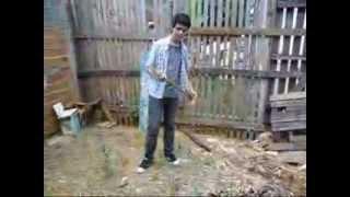 Tutorial de como cortar madeira com machado !