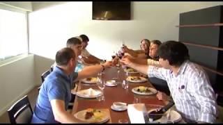 Apresentação e prova do vinho O Engravatado da Winetie unip. Lda