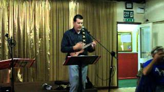 Night has a 1000 eyes Bobby Vee song ukulele cover by Simon at Hugs Open mic