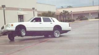 3 wheeling  lincoln lowrider