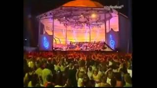 Celia Cruz La Vida es un Carnaval