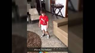 """Filho do cantor Cristiano Araújo cantando """"Bora Beber """" composta pelo Tio Felipe Araújo."""