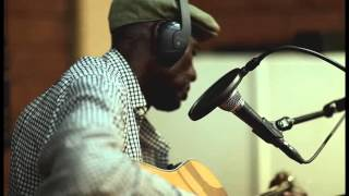Boubacar Traoré - Mbalimaou (EPK with English subs).