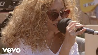 Izzy Bizu - Waves (Rooftop Sessions)