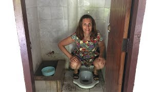 HOW GIRLS PEE IN ASIA