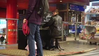 프라하 중앙역 피아노연주