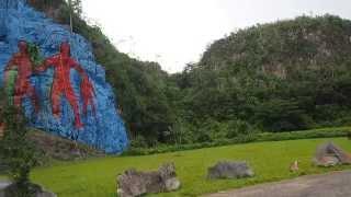 Mural de la Prehistoria en Viñales una maravilla al atardecer