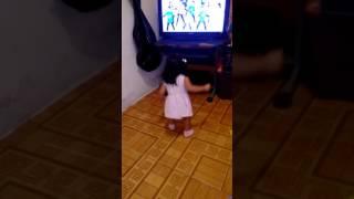 Brujicanciones bebe bailando