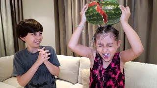 كسرت البطيخة على راسها وندمت!