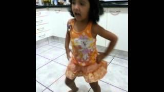 Melina adachi ramos dançando