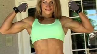 Lilla Melinda Biceps Flexing
