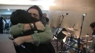 Abraço Emocionante de Eyshila e Liz Lanne