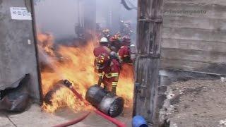 Dramático video en medio de un incendio