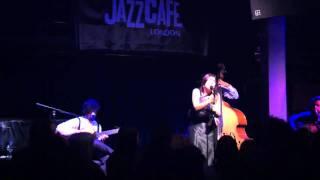 Passou Por Mim E Sorriu - Deolinda @ Jazz Cafe London