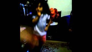 Maria dançando funk