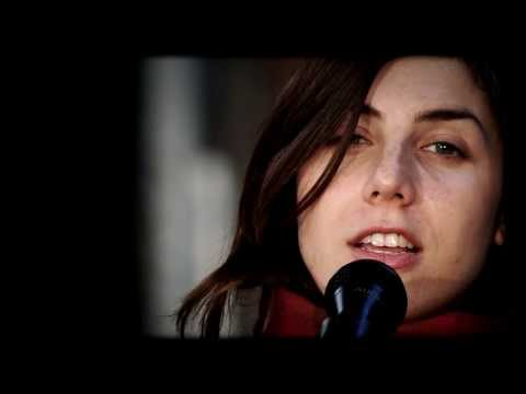 julia-holter-hes-running-through-my-eyes-a-fd-acoustic-session-fd-faitsdiversshow