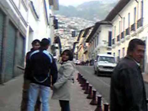 キトの街の中 駐車場へ向かう Ecuador