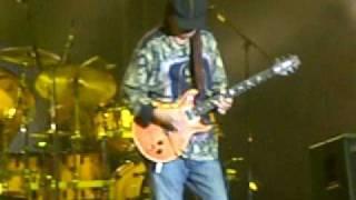 Carlos Santana - Oye como va ( live at FESTIVAL MAWAZINE in Morocco)