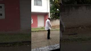 Dançando Michael Jackson  na chuva