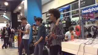 Akin live - Naive