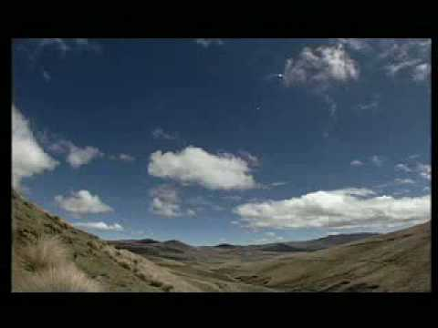 Ecuador, life at its purest!!    The Andes (in English).flv