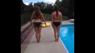 Girls Twerking