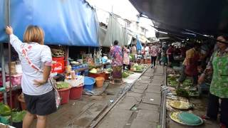 Market Crazy And  Extreme Maeklong Railway  From Thailand