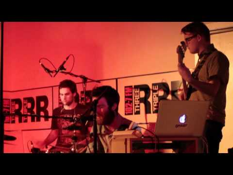chet-faker-love-feeling-live-at-the-triple-r-performance-space-3rrrfm
