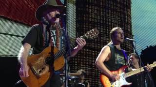 Willie Nelson & Family – Mamas Don't Let Your Babies Grow Up to Be Cowboys (Live at Farm Aid 2016)