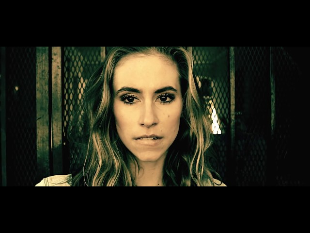 Videoclip ''Hurt'', de One Desire.