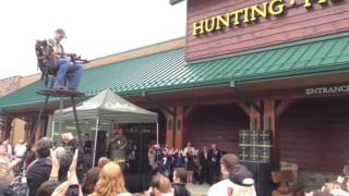 Cabela's opens with bow-and-arrow ribbon-cutting