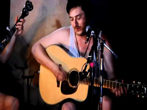 mumford-sons-lovers-eyes-backstage-at-bonnaroo-2011-mumford-blogger