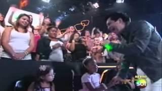 """Teleton 2012 - Regis Danese canta """"Faz Um Milagre Em Mim"""" e emociona plateia"""