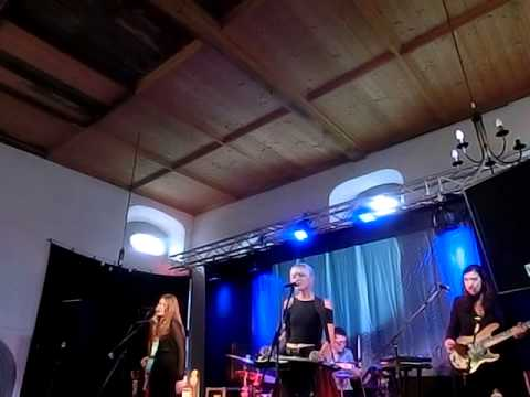 larkin-poe-dont-live-32memories