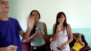 Bianca e Bruna cantando Xibom Bombom - As Meninas