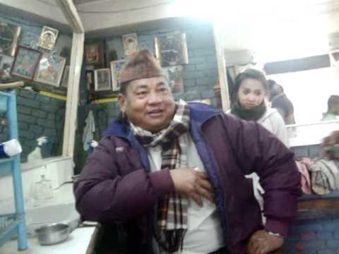 21 Prof. Juan Lázara envia saludo a monje Lal Lama en peluquería en kathmandú Nepal..MPG