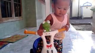 VIDEO 3 CALLISTA SALWANABILA HAKIM AGE 13 BULAN