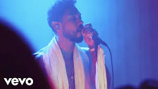 "Miguel - ""leaves"" WILDHEART Experience Live from Red Bull Studios"