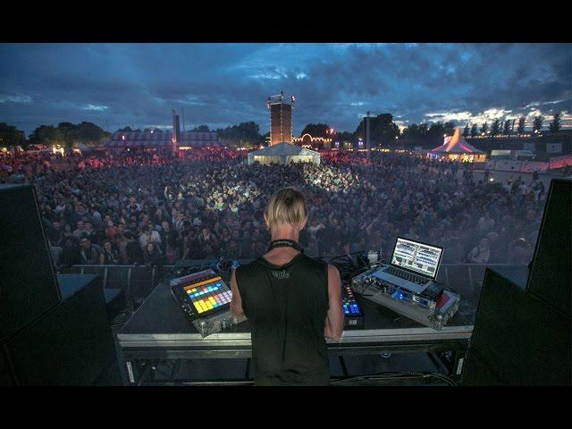 Vídeo de una actuación de Richie Hawtin en el festival Pitch de Amsterdam.